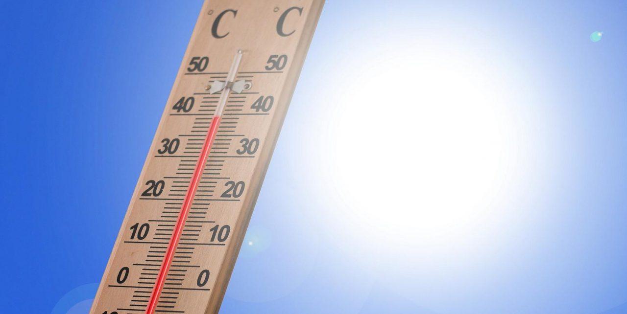 Heißes Termometer in Sonne