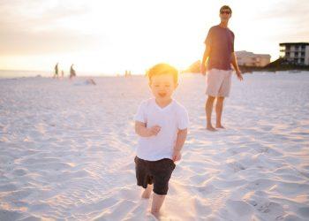Sonnenstich bei Kind & Baby | Hitzeschlag Symptome & Dauer