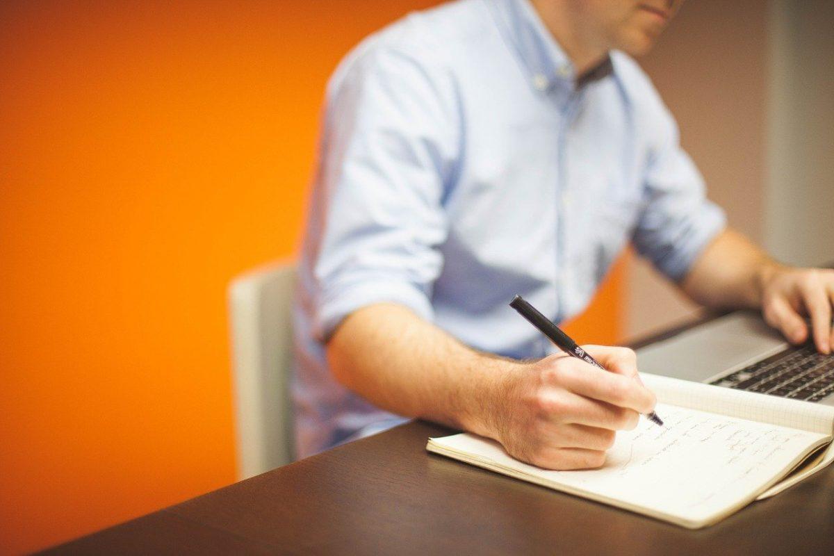 Büro Mann Arbeiten Schreibtisch Klima